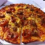 今日の昼食。ドミノ・ピザの「アメリカン・クラシック」。