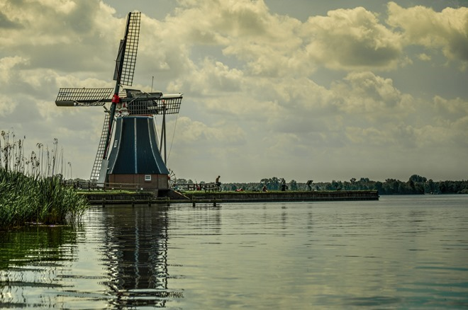Typical-Dutch-windmill-license-free-CC0