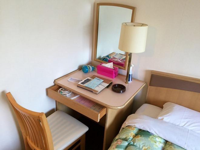 京都第二タワーホテル ツインルーム 机